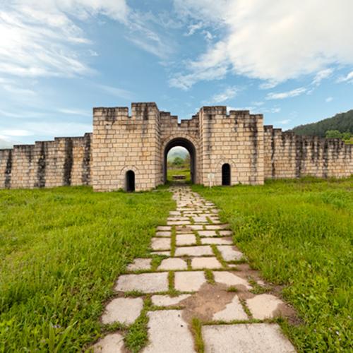 Старите Български столици и уникалните скални манастири